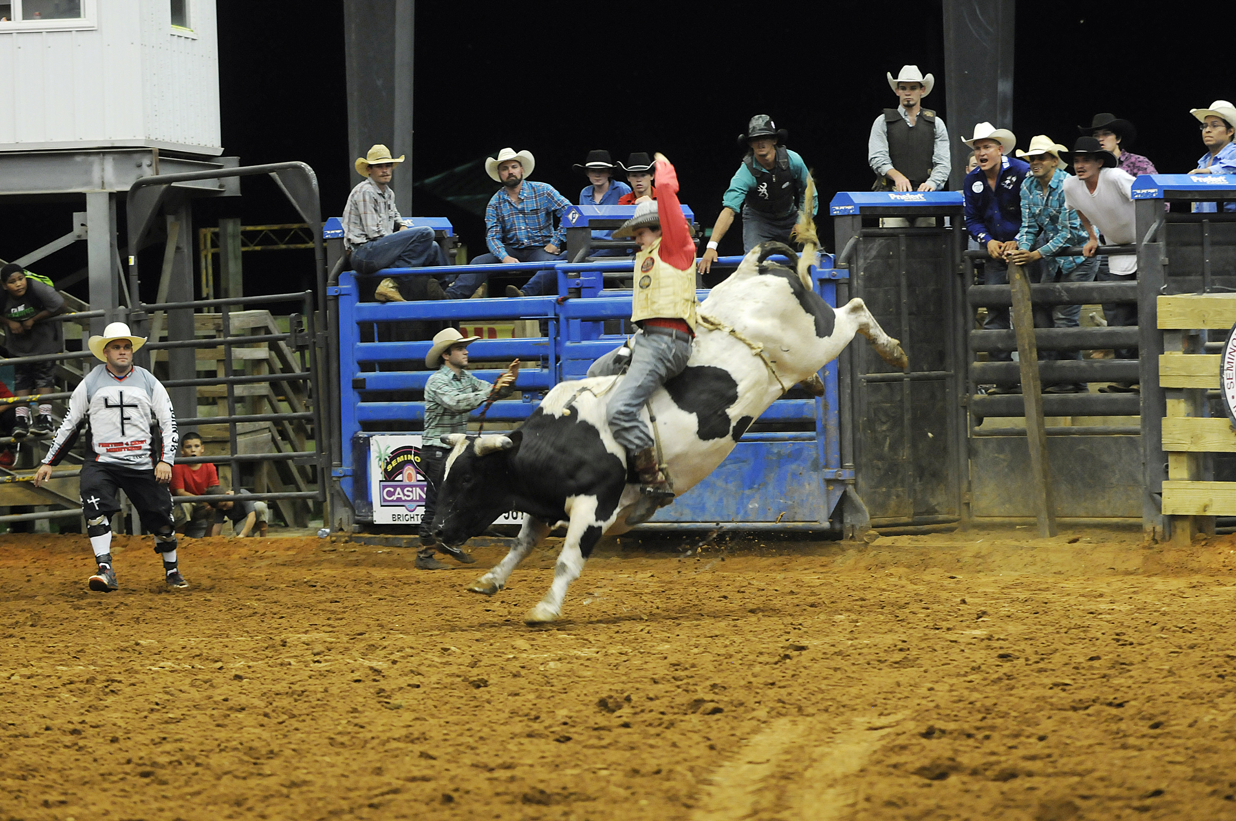 EIRA year end winner Kelton Smedley controls the bull during the EIRA regional finals Sept. 17 in Brighton. (Keith Lovejoy/Keith Lovejoy Photography)